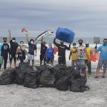 Mergulhadores retiram cinco toneladas de lixo do mar em Arraial